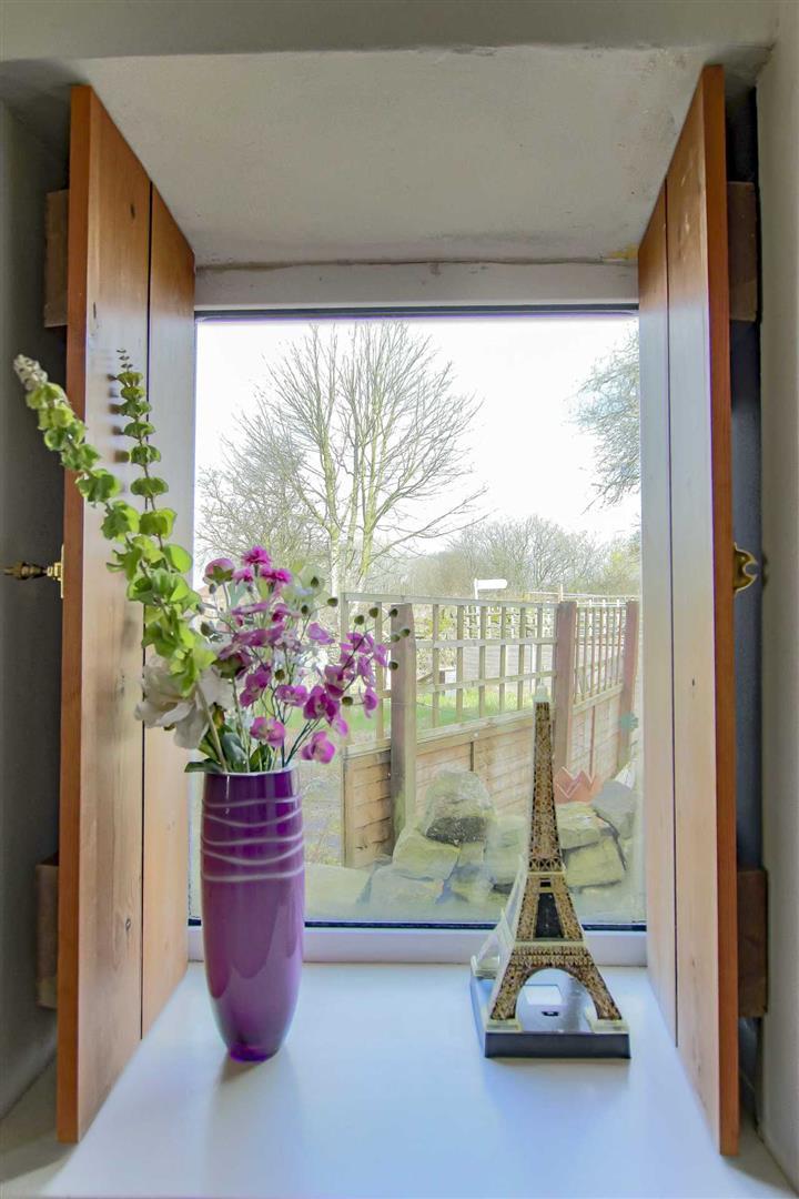 4 Bedroom Detached House For Sale - p033686_29.jpg